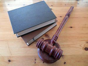 ספרים וציוד משפטי