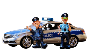שוטרים וניידת